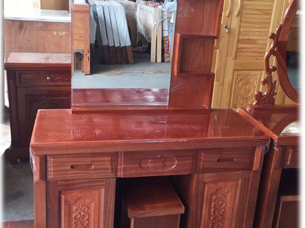 Bàn trang điểm gỗ xoan đào gương chữ nhật BT090