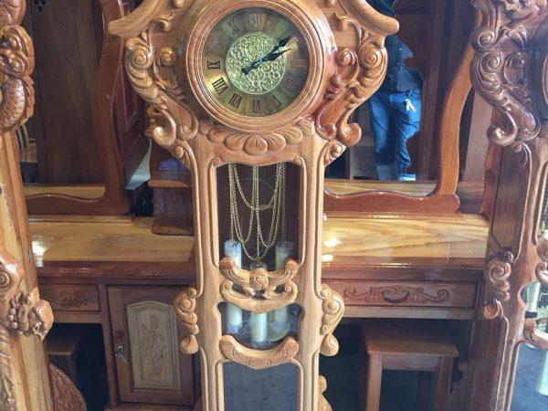 Đồng hồ kiểu hoa lá tây gỗ gõ đỏ 100% 1,75m