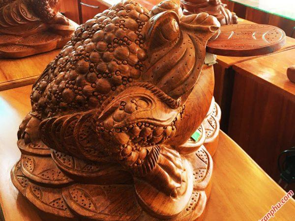Tượng cóc ngậm tiền gỗ Hương TG010 (2)
